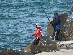 Covering up from the harsh Australian sun is a must during long days chasing big pelagics off the rocks.