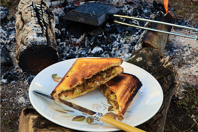 Campfire mince and mozzarella cheese jaffles recipe