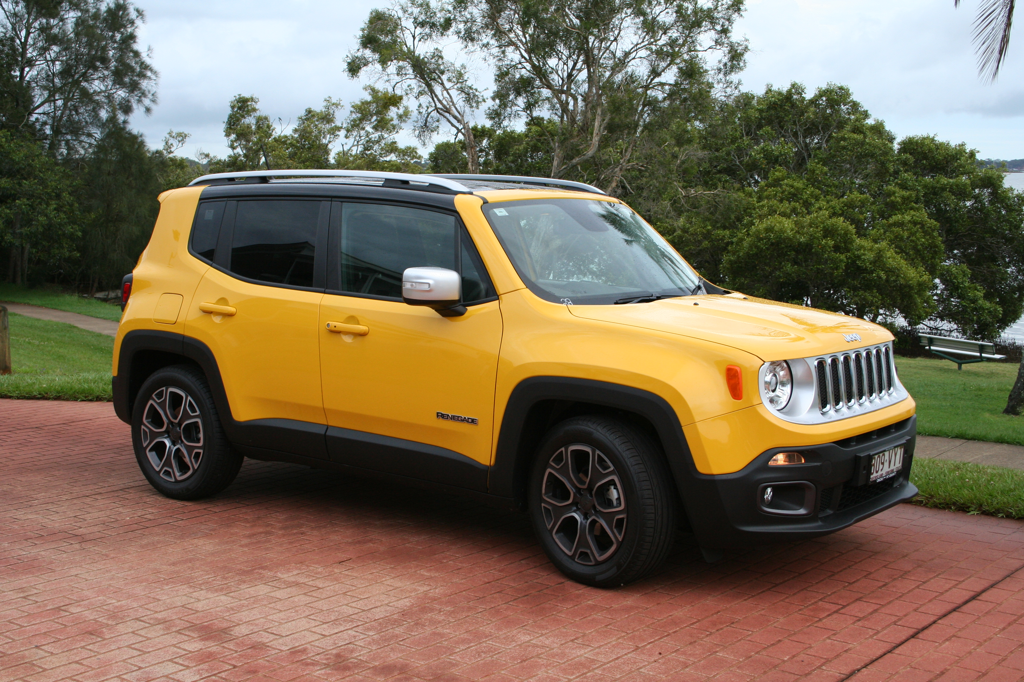 Unique styling that clearly differentiates the Renegade from its main rivals was a smart choice by Jeep and the car really stands out on the road, especially in Solar Yellow.
