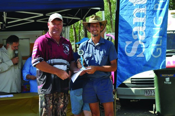 Glen Ronnfeldt landed the biggest saratoga overall and was presented with the Don Weise Memorial Trophy by Dave Hodge.