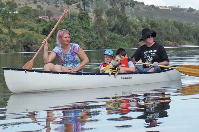 kids paddling