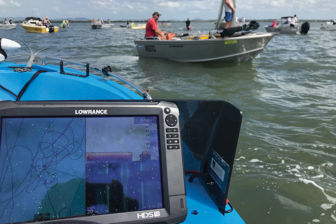 lowrance hds carbon prawning